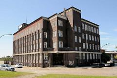 Expressionistische Architektur in Hamburg - Backsteinexpressionismus am Billhafen in Hamburg Rothenburgsort; Verwaltungsgebäude unter Denkmalschutz stehend am Brandshofer Deich, Architekt Otto Hoyer - 1926.