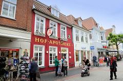 Fussgängerzone Burgstraße in Aurich - Geschäfte / Einzelhandel; Hofapotheke