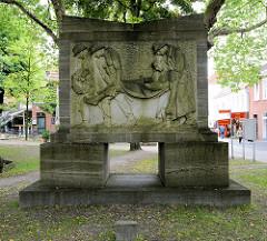 Denkmal für die Gefallenen des Ersten Weltkriegs in Aurich; aufgestellt 1926 - Bildhauer Joseph Hammerschmidt.