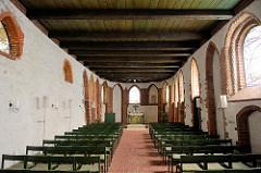 Innenansicht der Ole Kerk / Alte Kirche in Bispingen, 1353 aus Feldsteinen errichtet - jetzt Nutzung u.a. für Konzerte.