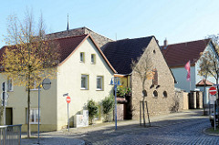 Wohnhäuser, alt + Neu in der Rudolf Breitscheid Straße in Sangerhausen.