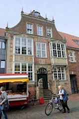 Rathaus der Stadt Jever, ursprünglich erbaut 1616 -  1963 wurde das Rathaus wegen Baufälligkeit fast vollständig abgebrochen und durch einen Neubau ersetzt - nur die äußere Fassade wurde erhalten.