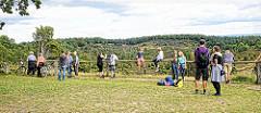 Aussichtsplattform am Totengrund in der Lüneburger Heide - ca. 30 ha großer Talkessel, Bestand mit Heidekraut und Wacholderbüschen. Neben dem Wilseder Berg zählt der Totengrund zu den bekanntesten Landschaftsstellen der Lüneburger Heide.