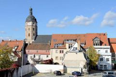 Blick über die Dächer von Sangerhausen zum Kirchturm der gotischen Jakobikirche.