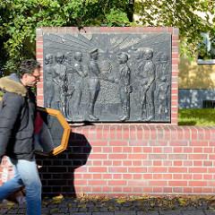 Relief mit Darstellungen aus dem Bergwerk vor dem ehem. Knappenheim in Sangerhausen.
