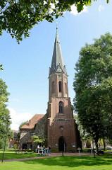 Neogotischer Kirchturm der Peter-und-Paul-Kirche in Schneverdingen; Ursprungsgebäude von 1745.