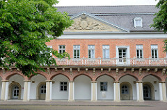 Marstall im  Auricher Schlossbezirk - Arkadengang, errichtet um 1588.