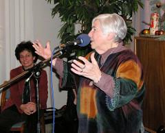 Ester Bejarano auf ihrem 80. Geburtstag im Stavenhagenhaus in Hamburg Groß Borstel.