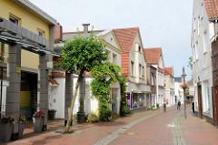 Wohnhäuser - Geschäfte in der Großen Burgstraße von Jever.