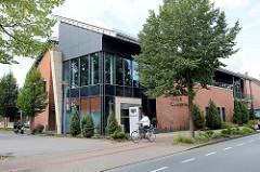 Moderne Architektur in Bispingen - Verwaltungsgebäude, Filiale einer Volksbank.