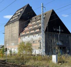 Altes Speichergebäude an der Bahnstrecke in Sangerhausen, Speicherstraße.