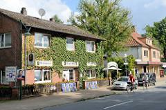 Geschäfte / Restaurant in der Hauptstraße von Bispingen.