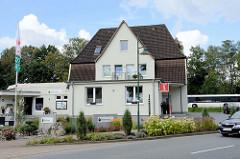 Altes Bahnhofsgebäude / Empfangsgebäude Bahnhof Bispingen - die Strecke wurde 1975 für den Personenverkehr stillgelegt. Jetzt Nutzung als Touristen Info.