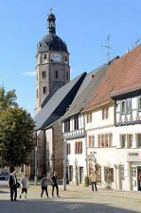 Kirchturm der gotischen Jakobikirche am Markt von Sangerhausen.