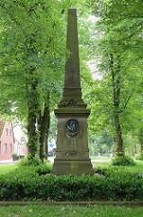 Denkmal für den Historiker Friedrich Christoph Schlosser auf dem Schlosserplatz in Jever.