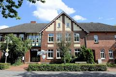 Alte Schule in Schneverdingen - erbaut 1897; jetzt Nutzung als Bücherei.