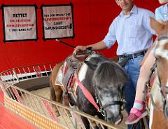 Ponyreiten auf dem Hamburger Dom - Tradition oder Tierquälerei?