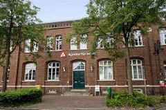 Agentur für Arbeit in Jever - Ziegelgebäude / Backstein des Historismus.