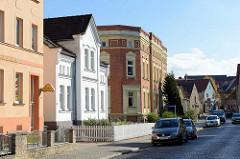 Wohnhäuser / Geschäftshäuser in unterschiedlichen Baustilen - Rudolf Breitscheid Straße in Sangerhausen.