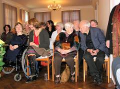 Ester Bajarano und Mitglieder des Auschwitzkomitees auf ihrem 80. Geburtstag Stavenhagenhaus Groß Borstel.