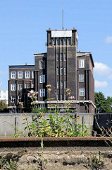 Expressionistische Architektur in Hamburg - Backsteinexpressionismus am Billhafen in Hamburg Rothenburgsort; Verwaltungsgebäude unter Denkmalschutz stehend am Brandshofer Deich, Architekt Otto Hoyer - 1926.