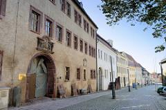 Fassade / Eingangstor vom Neuen Schloss, erbaut 1622; dreigeschossiger Renaissancebau - jetzt Nutzung als Amtsgericht.