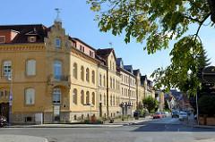 Backsteinarchitektur / gelbe Ziegelfassade und Treppengiebel - Gebäude der Kreisverwaltung in Sangerhausen.