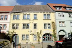 Historische Fassade der Sangerhäusener Rats-Apotheke am Kornmarkt - erbaut 1679; Schliessung November 2017.