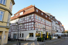 Fachwerkgebäude, mehrstöckige Geschäftshäuser in der Marktstraße von Duderstadt.
