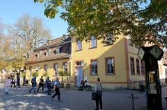Blick zum barocken Stadtpalais am Theaterplatz von Weimar - Wittumspalais; Entwurf  der sächsische Landbaumeisters Johann Gottfried Schlegel, 1769. Ab 1775 Nutzung durch die Herzogin Anna Amalia.