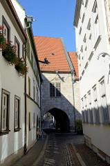 Rathausstraße der Stadt Mühlhausen -  Blick zum Rathausdurchgang.