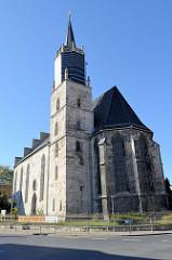 Ansicht der evangelischen Sankt Nikolai Pfarrkirche in Mühlhausen/Thüringen. Der Bau wurde im 14. Jahrhundert begonnen aber erst 1898 unter der Leitung des Architekten Wilhelm Röttscher endgültig vollendet.