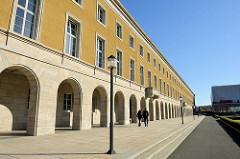 Nördlicher Gebäudeflügel vom geplanten Gauforum in Weimar; jetzt Nutzung als Verwaltungsgebäude.