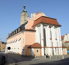 Kirchenschiff der Georgen Kirche am Marktplatz von Eisenach; Martin Luther predigte in diesem Kirchengebäude,  Johann Sebastian Bach wurde in ihr getauft.
