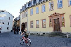 """Goethe Haus am Frauenplan in Weimar, erbaut 1709 - Teil des Ensembles """"Klassisches Weimar"""" zum UNESCO-Welterbe.  Nach Goethes Tod im Jahr 1832 erbten die Schwiegertochter Ottilie und ihre drei Kinder das Haus."""