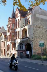 Jugendstilarchitektur - Art Nouveau Baustil in der Wanfrieder Straße von Mühlhausen/Thüringen; leerstehendes Wohnhaus in der Wanfrieder Straße.