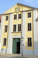 Eingang der Evangelischen Domschule St. Martin am Domplatz in Naumburg.