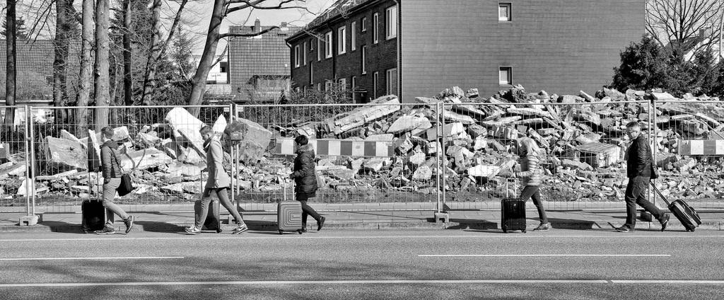 """0f464dd2170e46 Bildarchiv Hamburg  Foto """"Abriss der Ladenzeile an der Langenhorner ..."""