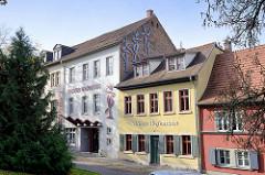 Denkmalgeschützte Gebäude am Salztor in Naumburg.