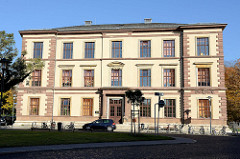 Ehemaliges Realgymnasium in Weimar, erbaut 1871 - ab 1962 Polytechnische Oberschule Karl Marx, ab 1990 Umbenennung in Walther-Rathenau-Schule, seit 1999 Grundschule Johannes Falk.