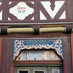 Barock-Schnitzerei - Oberlicht einer Eingangstür in der Kurzen Straße von Duderstadt - Anno 1717,