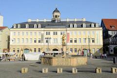 Markt in Eisenach - Blick auf den Georgsbrunnen und das Stadtschloss.