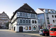 Blick zum Luther Haus Eisenach, eines der ältesten Fachwerkhäuser Thüringens; Martin Luther lebte während seiner Schulzeit von 1498 bis 1501 hier. Das Gebäude wird heute von der Stiftung Lutherhaus Eisenach als Museum genutzt.