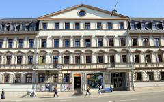 Wohn- und Geschäftshaus in der Marienstraße von Weimar - ehemalige Reformlichtspiele, gegründet vom Fotopionier  Louis Held. Held wurde 1851 in Berlin geboren  und war einer der ersten deutschen Reportage- und Pressefotografen.
