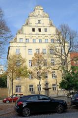 Wohn- und Geschäftshaus am Lindenring in Naumburg - das Gebäude mit den dem auffälligen Giebel steht unter Denkmalschutz.