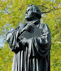 Luther-Denkmal auf dem Karlsplatz in Eisenach, eingeweiht 1895 - Bildhauer Adolf von Donndorf.