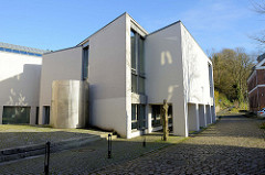 Moderner Neubau / Anbau der Segeberger Verwaltung / Rathaus an der kleinen Seestraße