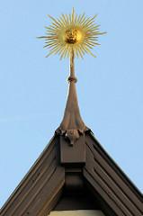 Dachreiter - goldene Sonne, Dachfirst in Duderstadt.