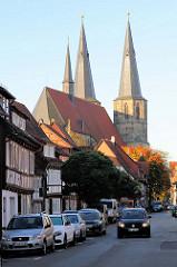 Die römisch-katholische Basilika St. Cyriakus / Probsteikirche in Duderstadt; Baubeginn um 1240.