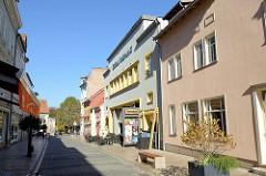 Die Straße Stätte in Mühlhausen, in der Bildmitte der 1927 eröffnete Central Filmpalast.